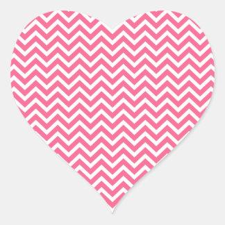 Zigzag rosado y blanco de Midi de Chevron Pegatina En Forma De Corazón