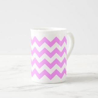 Zigzag rosado y blanco taza de porcelana