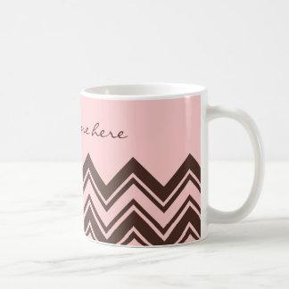 Zigzag rosado y marrón taza