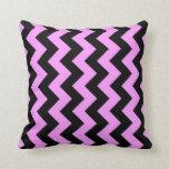 Zigzag rosado y negro almohada