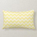 Zigzags amarillos claros y blancos almohadas