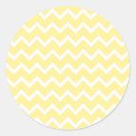 Zigzags amarillos claros y blancos pegatina redonda