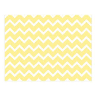 Zigzags amarillos claros y blancos postal