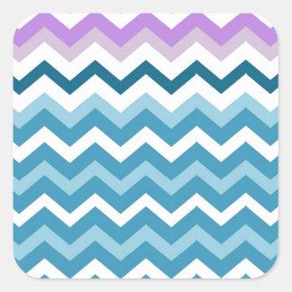 Zigzags azules y blancos de Chevron confinado Pegatina Cuadrada