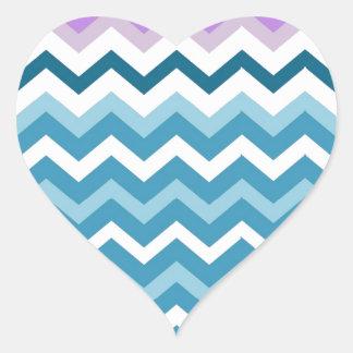 Zigzags azules y blancos de Chevron confinado Pegatina En Forma De Corazón