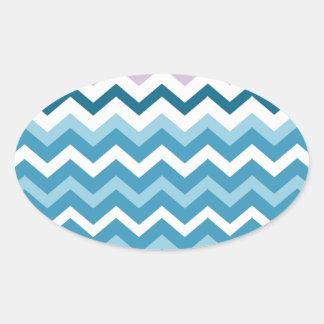 Zigzags azules y blancos de Chevron confinado Pegatina Ovalada