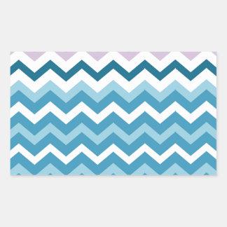 Zigzags azules y blancos de Chevron confinado Pegatina Rectangular