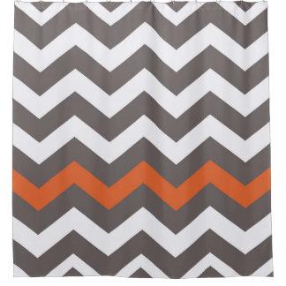 Zigzags grises con acento anaranjado cortina de baño