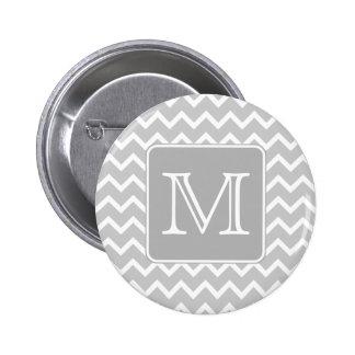 Zigzags grises y blancos con el monograma de encar pin redondo de 2 pulgadas