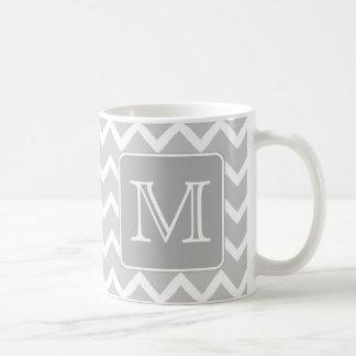 Zigzags grises y blancos con el monograma de encar taza de café