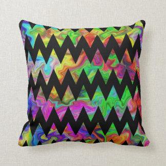 Zigzags multicolores negros y brillantes almohadas