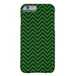 Zigzags negros y verdes (rayas de Chevron) Funda De iPhone 6 Barely There