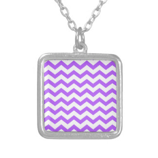Zigzags púrpuras y blancos colgante cuadrado