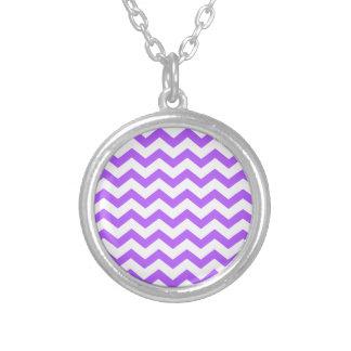 Zigzags púrpuras y blancos colgante redondo
