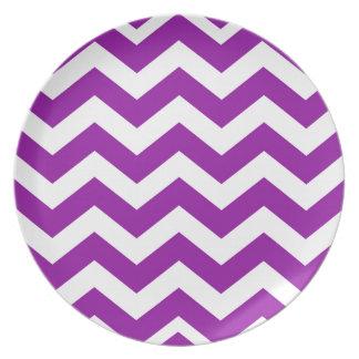 Zigzags púrpuras y blancos de la uva platos