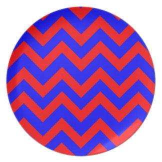 Zigzags rojos y azules platos para fiestas