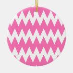 Zigzags rosados blancos y brillantes ornamento de navidad