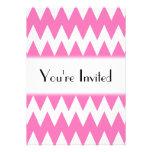 Zigzags rosados blancos y brillantes invitacion personal
