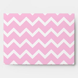 Zigzags rosados con el monograma de encargo sobres