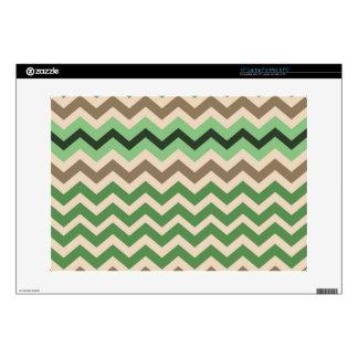 Zigzags verdes con negro portátil skins