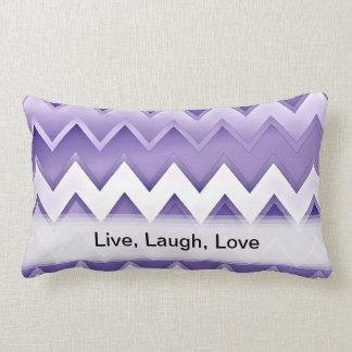 Zigzaguea simplemente la púrpura almohada