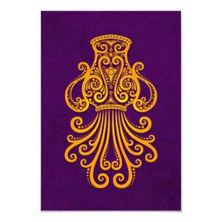 Zodiaco amarillo complejo del acuario en púrpura invitacion personalizada