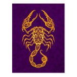 Zodiaco amarillo complejo del escorpión en púrpura postal