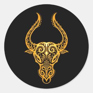 Zodiaco amarillo complejo del tauro en negro etiquetas redondas