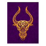 Zodiaco amarillo complejo del tauro en púrpura postales