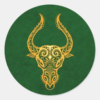 Zodiaco amarillo complejo del tauro en verde etiqueta redonda