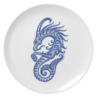 Zodiaco azul complejo del Capricornio en blanco Platos