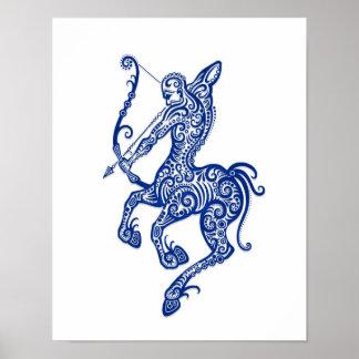 Zodiaco azul complejo del sagitario en blanco posters