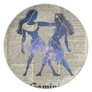 Zodiaco de los gemelos de los géminis en la página plato