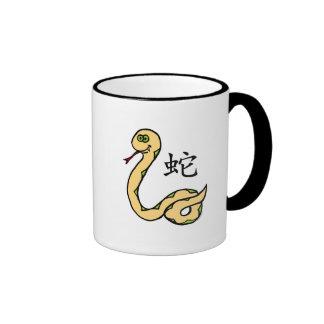 Zodiaco del chino de la serpiente taza a dos colores