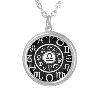 Zodiaco del libra collar plateado