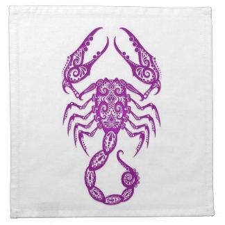 Zodiaco púrpura complejo del escorpión en blanco servilleta
