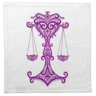 Zodiaco púrpura complejo del libra en blanco servilleta