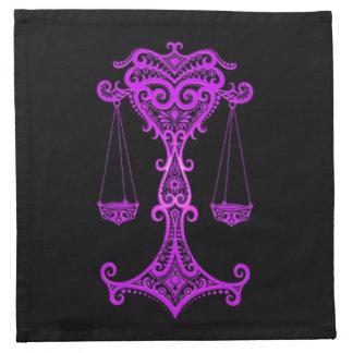 Zodiaco púrpura complejo del libra en negro servilleta imprimida