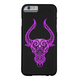 Zodiaco púrpura complejo del tauro en negro funda de iPhone 6 barely there