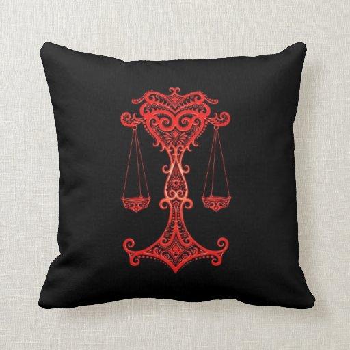 Zodiaco rojo complejo del libra en negro almohada