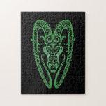 Zodiaco verde complejo del aries en negro rompecabeza con fotos