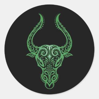 Zodiaco verde complejo del tauro en negro etiqueta redonda
