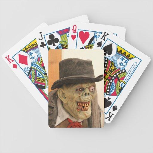 Zombi con el cigarro y el sombrero de copa baraja cartas de poker