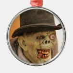 Zombi con el cigarro y el sombrero de copa ornamento de navidad