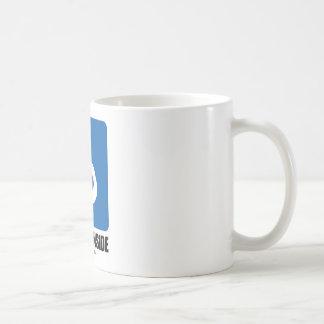 Zombi (del amamantamiento) dentro taza clásica