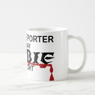 Zombi del reportero de corte tazas