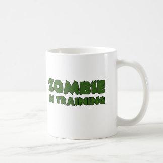 Zombi en el entrenamiento tazas de café