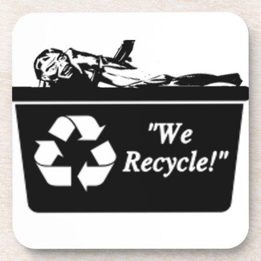 Zombi que recicla el práctico de costa posavaso