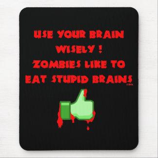 Zombies like stupid brains mouse pad