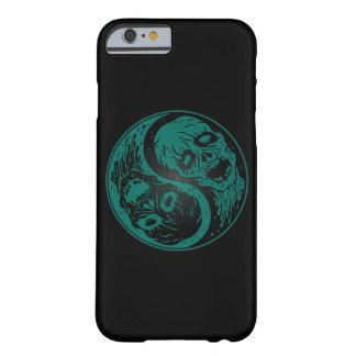 Zombis azules y negros del trullo de Yin Yang Funda De iPhone 6 Barely There